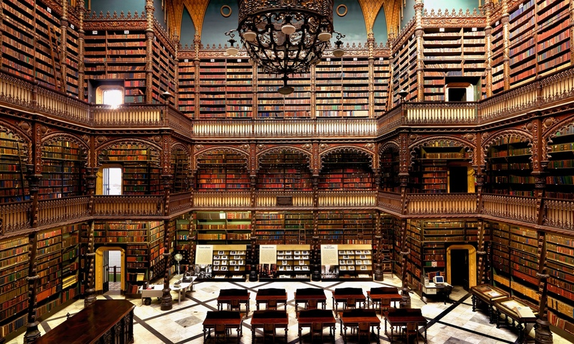 Biblioteca Statale Oratoriana dei Girolamini, Naples, Italy. The oldest library in Naples which has been open to the public since 1566